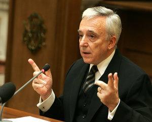 Mugur Isarescu: Decizia Curtii Constitutionale privind conversia creditelor in franci elvetieni la cursul istoric este corecta si trebuie