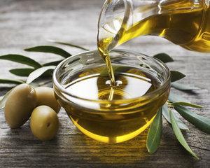 Pretul uleiului de masline creste puternic pe fondul recoltelor slabe din Spania, Italia si Grecia