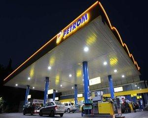 Parteneriat Auchan-Petrom: Benzinariile vor gazdui magazinele retailerului