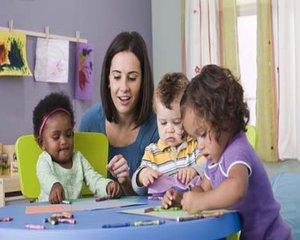 Guvernul amana din nou acordarea tichetelor de cresa si gradinita si a sumei de 500 de euro pentru educatia fiecarui copil