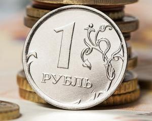 Ministrul rus al Economiei avertizeaza ca rubla se va deprecia si mai mult