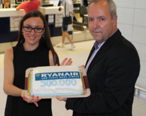 Ryanair sarbatoreste cresterea traficului de pe Aeroportul Otopeni si pregateste mai multe surprize pentru pasageri: bilete de avion la 23 Euro si al doilea bagaj de mana gratuit