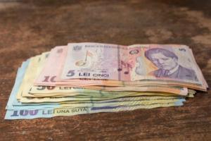 Salariul minim va creste de anul viitor la peste 2.000 de lei, dar inflatia va mentine nivelul scazut de trai