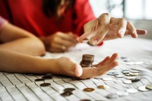 Analistii economici nu vad cu ochi buni cresterea salariului minim de la 1 ianuarie 2019