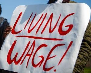 Alan Manning: Despre salariul minim pe economie. Cele mai sarace gospodarii sunt cele in care NIMENI NU LUCREAZA