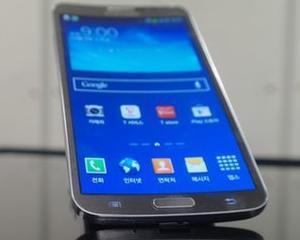 Samsung a lansat un smartphone cu ecran curbat, Galaxy ROUND