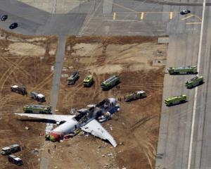 Avion prabusit in San Francisco. Avea la bord peste 300 de suflete