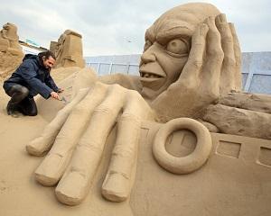 Arta pentru turistii de pe litoral: sculpturi din nisip