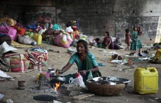 Pandemia ar putea arunca in saracie extrema 100 de milioane de oameni