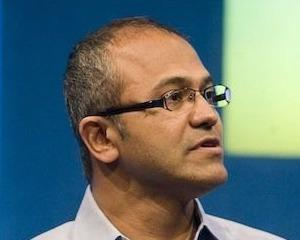 Doi directori importanti parasesc Microsoft