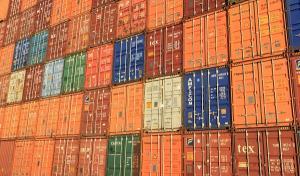 Mai mult de o treime din schimburile comerciale (importuri plus exporturi) ale statelor UE se desfasoara pe relatia cu SUA si China