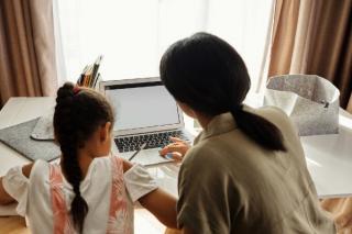 Din scoala online, in vacanta de Craciun. Scoala online s-a prelungit pana pe 23 decembrie
