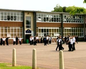 Oportunitate: Elevii romani pot obtine o diploma de bacalaureat britanic la costuri reduse