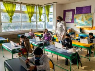 Asociatia Scolilor Particulare cere redeschiderea scolilor de stat si particulare din Capitala: Chiar si profesorii cel mai bine pregatiti pentru invatamantul online acuza oboseala accentuata