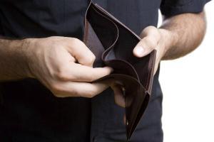 A venit nota de plata la Taxa pe lacomie: De la 1 martie cresc facturile la curent. Urmeaza gazele, alimentele si carburantii