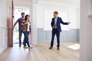 Anul 2021 nu e potrivit pentru investitii imobiliare. Preturile locuintelor au crescut, desi cumparatorii sperau ca pandemia le va trage in jos