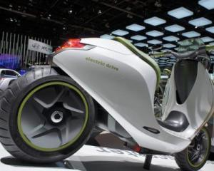 Daimler va produce un scuter electric Smart