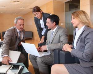 Analiza ICAP Romania: Forta de munca din Romania este concentrata in 10 sectoare de activitate