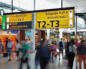 Cine suporta costul imens al controalelor de securitate din aeroporturi? Pasagerii!