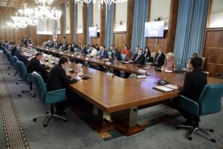 Guvernul a aprobat plata retroactiva pentru cel mult 6 ani de vechime in munca si valorificarea unor informatii din arhiva electronica pentru stabilirea pensiei