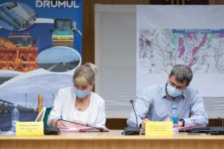 CNAIR a semnat contractele pentru proiectarea si construirea tronsoanelor 3 si 4 din Drumul Expres Craiova - Pitesti