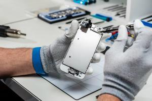 iPhone-urile sunt blocate automat, daca sunt reparate in service-uri neoficiale