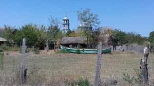 Spre Est, catre sfarsitul lumii (VI). Sfistofca, ultimele fotografii ale satului care se retrage in pamantul din care s-a nascut