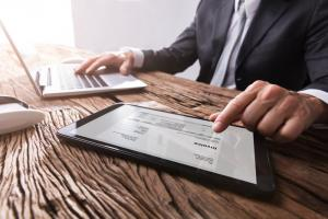 Cum sa gestionezi relatia cu un client rau platnic. 5 strategii eficiente in relatiile B2B