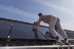 4 moduri in care poti folosi energia solara, chiar la tine acasa