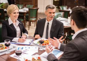 Codul Bunelor Maniere la restaurant: cum te porti atunci cand participi la o masa de afaceri