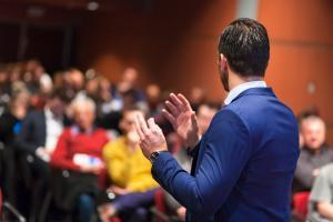 3 trucuri prin care firma ta poate atrage rapid atentia in fata clientilor