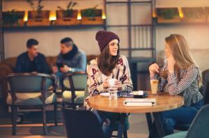 Cum iluminezi corespunzator o cafenea: sfaturi pentru o atmosfera perfecta