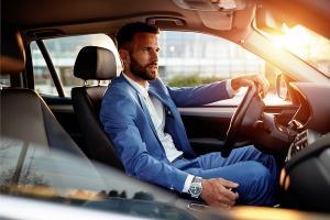 Ghid de stil masculin: alegerea tinutei vestimentare pentru birou
