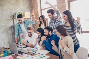 5 moduri in care poti sa creezi un mediu de lucru pozitiv si sa cresti gradul de implicare al angajatilor tai