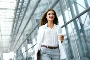 Ai un job front office? 4 obiceiuri care te vor ajuta sa-ti pastrezi lookul fresh intreaga zi
