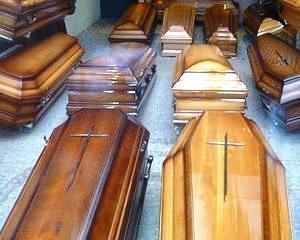 Angajati ai SMURD si agenti de politie, acuzati de prestari ilegale de servicii funerare