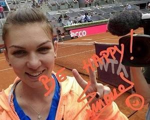Liniste, va rog! Simona Halep serveste pentru meci!