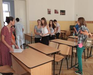 Simulare examen Bacalaureat: Aproape 53 % dintre elevii de clasa a XII-a au luat peste nota 5 la limba romana