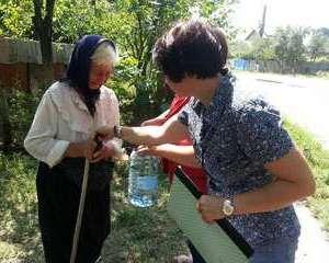 Conserve si apa plata pentru sinistrati