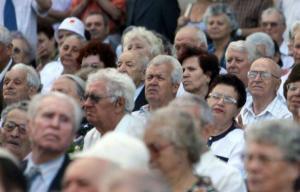 Un salariat roman va sustine 2,5 pensionari pana in 2040, iar pensiile se vor reduce cu 20%