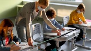 Covid-19, prezent la scoala: In medie, 22 de elevi si 40 de angajati din Invatamant se infecteaza zilnic