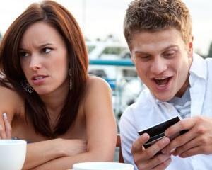 Cum poate deveni smartphone-ul dusmanul unui comportament civilizat