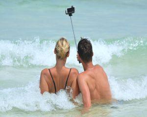 90% dintre cei care pleaca in vacanta folosesc camera foto a telefonului ca aparat de fotografiat principal