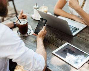 3 moduri prin care un smartphone te poate ajuta sa ai o viata mai buna