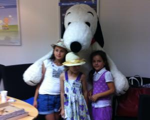 De ziua lui, Snoopy a oferit cadouri copiilor fara posibilitati materiale