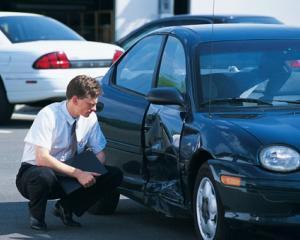 Soferii ale caror masini sunt distruse de intemperii pot apela la Administratia Nationala de Meteorologie ca sa le repare gratuit
