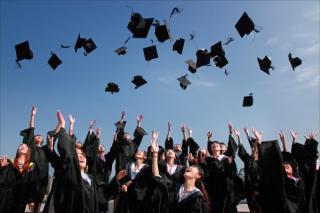 Absolventii anului 2020 vor primi bani de la stat, daca se inregistreaza la ANOFM
