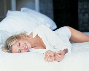 Cum sa incercati sa dormiti bine chiar si in timpul caniculei