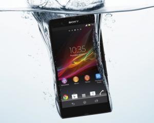 Xperia ZR, super-telefonul rezistent la apa