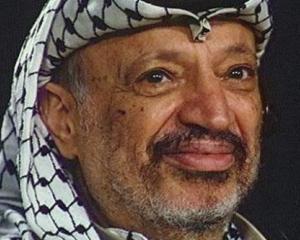 """Sotia lui Yasser Arafat spune ca liderul palestinian a fost otravit cu """"supa radioactiva"""""""
